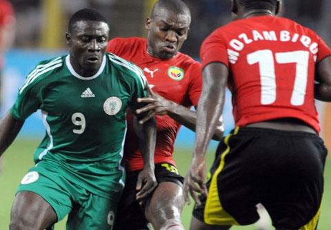 POWERHOUSE ••• Obafemi Martins (L) in one of the Eagles' outings against Mozambique. Much is expected from him in Angola.