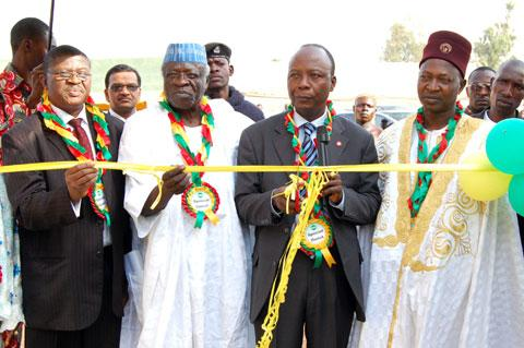 Left: Mr. Joseph I. D. Dada (L), MD, Grand Cereals Ltd, Da Michael Botmang , Ex_Gov. of Plateau State and Da Sir Mr. Gabriel Adeseun, Head of Human Resource, UAC of Nig. Plc flanked by Christopher S. Mancha , Gwon Rwei of Zawan during the opening of the Zawan Community Secondary School Technical Workshop donated by Grand Cereals Limited.