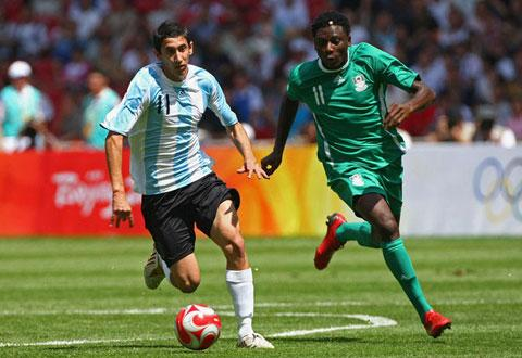 FINAL PUSH ••• Argeentina's Angel Di Maria (left) beats Nigeria's Solomon Okoronkwo during the final match at the Beijing Olympic Games in 2008.