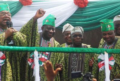 Adebayo Alao-Akala of Oyo State, President Goodluck Johnathan, former President Olusegun Obasanjo, vice President Nnamdi Sambo and PDP Ag. National Chairman, Alhaji Bello Mohammed at the PDP South West Rally in Ibadan.