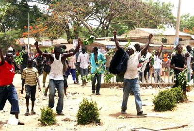 File Photo: Youths protesting against the Presidential Election Results at U/ Sarki, Kaduna yesterday. Photo by OLU AJAYI.