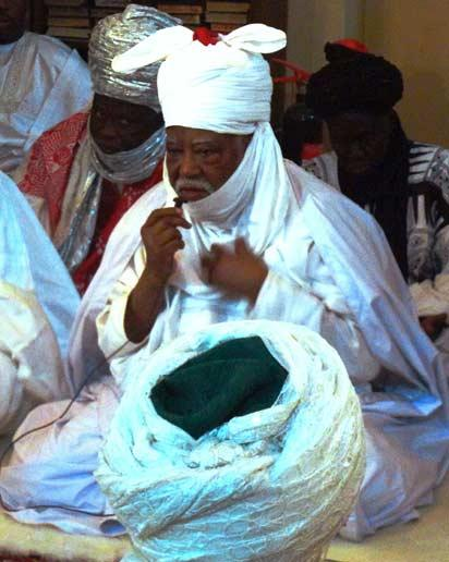 File photo: The emir of Kano Ado Bayero leads Muslim faithfuls in prayers at the central mosque in the northern Nigerian city of Kano on January 23, 2012 where around 200 Muslim faithful including clerics and traditional leaders held special prayers for peace following multiple explosions and shooting assaults in the city on Friday that left around 250 dead, according to medical source.   AFP PHOTO /