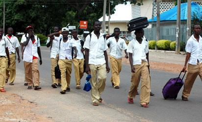 Students of  Kaduna State Technical College going home due to the 24 hours curfew  imposed on Kaduna on Wednesday. NAN Photo.