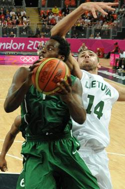 Nigerian forward Al Farouk Aminu (L) vies with Lithuanian centre Jonas Valanciunas during the Men's preliminary round group A basketball match of the London 2012 Olympic Games Lithuania vs Nigeria on July 31, 2012 at the basketball arena in London. Lithuania won 72 to 53.AFP PHOTO
