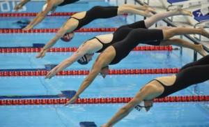(R-L) Spain's Melania Costa Schmid, Italy's Federica Pellegrini, US swimmer Missy Franklin, Britain's Caitlin McClatchey, Australia's Kylie Palmer and Japan's Hanae Ito dive in at the start of a women's 200m freestyle semi-final swimming event at the London 2012 Olympic Games on July 30, 2012 in London.  AFP PHOTO