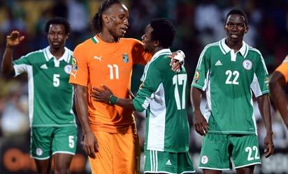 Ivory Coast's forward Didier Drogba (2ndL) congratulates Nigeria's midfielder Ogenyi Onazi (2ndR) at the end of the African Cup of Nation 2013 quarter final football match Ivory Coast vs Nigeria, on February 3, 2013 in Rustenburg. Nigeria won 2-1. AFP PHOTO