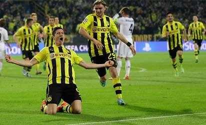 File photo: Lewandowski celebrates one of his goals