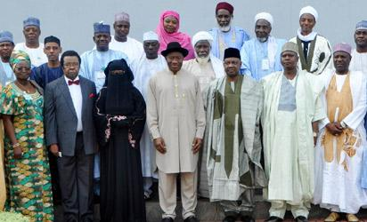 PRESIDENT GOODLUCK JONATHAN 4TH L) ; VICE-PRESIDENT NAMADI SAMBO (6TH L) WITH MEMBERS OF THE COMMITTEE ON  DIALOGUE  AND PEACEFUL RESOLUTION OF SECURITY CHALLENGES IN THE NORTH AFTER THEIR INAUGURATION AT THE PRESIDENTIAL VILLA IN ABUJA ON WEDNESDAY (24/4/13).