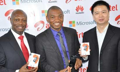 (L-r) Chief Sales Officer, Airtel Nigeria, Inusa Bello; Consumer Channels Group Director, Microsoft, Mark Ihimoyan and Tony Liang Wei, MD, Huawei Devices, West Africa at the unveiling of Huawei Ascends W1 smart phones in Ikoyi, Lagos on Thursday.