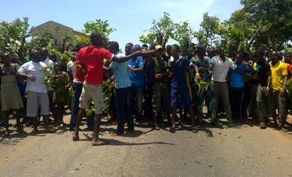 File photo: Youths and students protesting the killing of a student of Ekiti State University in Ilupeju-Ekiti