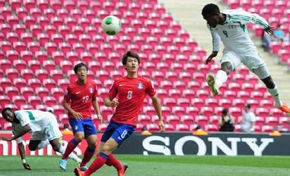 Olarenwaju Kayode of Nigeria scores his goal during the FIFA U-20 World Cup group B match between Korea Republic and Nigeria at the Ali Sami Yen Arena on June 27, 2013 in Istanbul, Turkey. (FIFA)