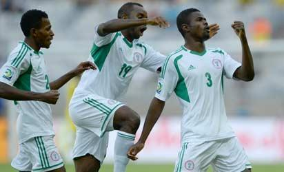 Nigeria's defender Uwa Echijile (R) celebrates with teammates after scoring against Tahiti during their FIFA Confederations Cup Brazil 2013 Group B football match, at the Mineirao Stadium in Belo Horizonte on June 17, 2013.  AFP PHOTO