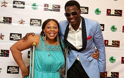 *Kelechu Uhegwu with Sound Sultan during a concert organized by the entertainment industry to raise money for her corrective treatment recently.