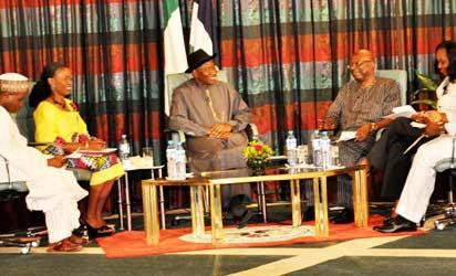 President Goodluck Jonathan (3rd l) answering questions from a panel of journalists during the Presidential Madia Chat at the Presidential Villa Abuja On Sunday (29/9/13).