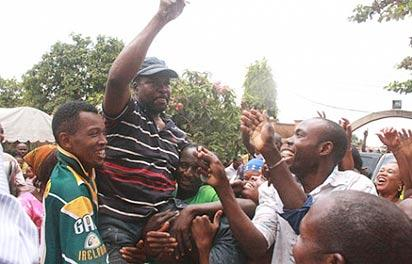 *Mike Ozekhome carried by supporters after his release
