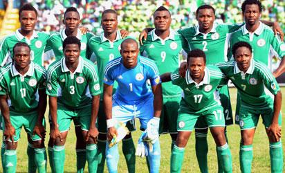 NIGERIA, Calabar : Nigeria's (top L-R) midfielder John Obi Mikel, defender Kenneth Omeruo, forward Brown Ideye, forward Emmanuel Emenike, defender Godfrey Oboabona, defender Efe Ambrose, (bottom L-R) midfielder Victor Moses, defender Uwa Echiejile, goalkeeper Vincent Enyeama, midfielder Ogenyi Onazi and midfielder Ahmed Musa pose for a group picture before the 2014 FIFA World Cup African zone second leg play-off football match between Nigeria and Ethiopia in Calabar on November 16, 2013. Nigeria won 2-0. AFP PHOTO/