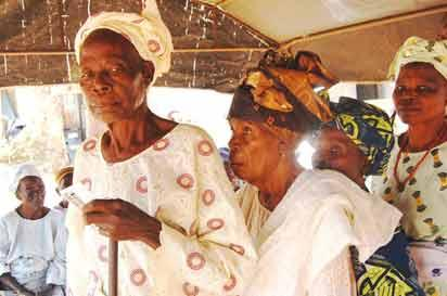 some old women wiatin to be accredidated for the vote in Iyin Ekiti. Pic by Dare Fasube