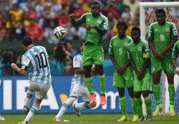 Argentina's forward Lionel Messi shoots to score his second goal, during a Group F football match between Nigeria and Argentina at the Beira-Rio Stadium in Porto Alegre during the 2014 FIFA World Cup on June 25, 2014. AFP PHOTO