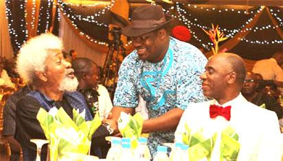•From left, Prof Soyinka , Rivers State Deputy governor, Tele Ikuru  and Hon. Rotimi Amaechi, Rivers State governor/host (right )during the dinner