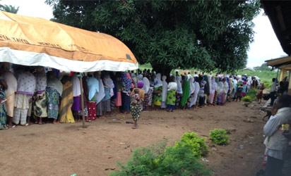 Voters at PU 002 in Oloki/Akoda, Ede South LGA Photo By Dapo Akinrefon