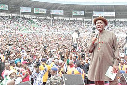 •Amaechi addressing supporters during the rally