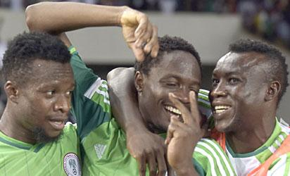 Nigeria's forward Ahmed Musa (C) is congratulated by teammates after scoring a goal  during the 2015 Africa Cup of Nations qualifying football match between Nigeria and Sudan on October 15, 2014 in Abuja.  AFP PHOTO