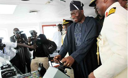 President Jonathan testing one of the warships after inauguration, while the Chief of Naval Staff, Vice Admiral. Jibrin Usman watch.