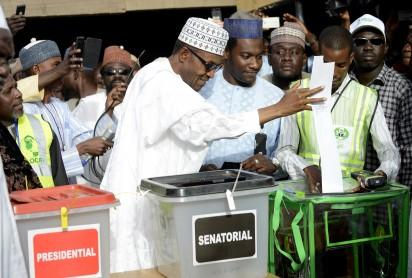 "Main opposition All Progressives Congress (APC) presidential candidate Mohammadu Buhari casts his ballot at a polling station in the ""Gidan Niyam Sakin Yara A ward"" at Daura in Katsina State on March 28, 2015.   Voting began in Nigeria's general election but delays were reported countrywide because of technical problems in accrediting electors.  AFP PHOTO"