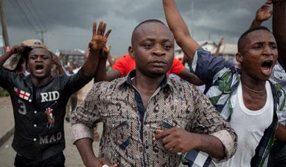 All Progressives Congress (APC) party supporters march towards the Independent National Electoral Commission Office in Port Harcourt during a demonstration calling for the cancellation of the Presidential elections in the Rivers State on March 29, 2015.   Thousands of supporters of Nigeria's main opposition party demonstrated in the southern state of Rivers, calling for the cancellation of elections locally because of alleged irregularities. AFP