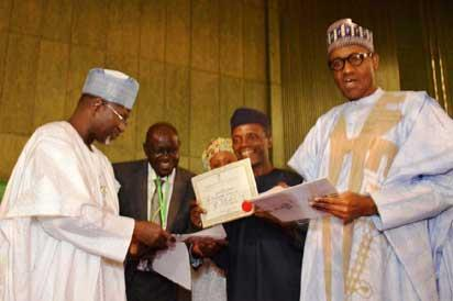 Professor Attahiru Jega, Chairman, Independent National Electoral Commissioin, INEC, presenting Certificate of Return to All Progressives Congress, APC, presidential candidate, General Muhammadu Buhari,  at National Conference Centre, Abuja, while Professor Yemi Osinbajo, APC Vice Presidential Candidate, and General Buhari's wife, Aisha, look on.