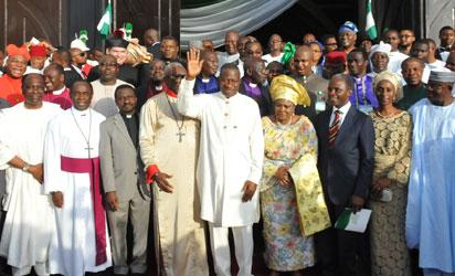 THANKSGIVING—President Goodluck Jonathan (waving his hand); First Lady, Dame Patience Jonathan(4th right); Vice-president-elect, Prof. Yemi Osinbajo (3rd right); his wife, Dolapo (2nd right); Senate President, David Mark (right); former Head of State, Gen Yakubu Gowon (2nd left); President, Christian Association of Nigeria, Pastor Ayo Oritsejafor(5th left) and others after the 2015 Presidential Thanksgiving and Inauguration Inter-denominational Church Service at the National Christian Centre, Abuja, yesterday. Photo: Abayomi Adeshida.