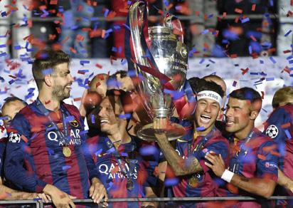 File: Barcelona's players celebrate with the trophy after the UEFA Champions League Final football match between Juventus and FC Barcelona at the Olympic Stadium in Berlin on June 6, 2015.  FC Barcelona won the match 1-3.   AFP PHOTO / LLUIS GENE