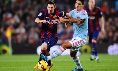 FC Barcelona's Lionel Messi, left, duels for the ball against Celta de Vigo's Pablo Hernandez during a Spanish La Liga soccer match at the Camp Nou stadium in Barcelona, Spain, Saturday, Nov. 1, 2014. (AP Photo/Manu Fernandez)