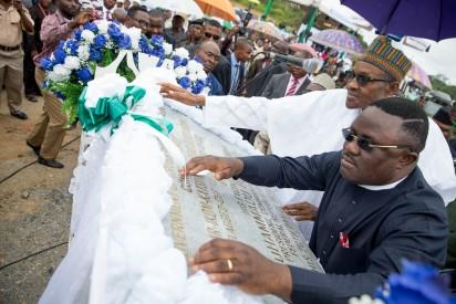 President Buhari unveiling the Plaque with Governor of Calabar Prof. Ben Ayade during the Ground Breaking Ceremony of 260Km Super Highway Double Carrier Road from Calabar to Northern Nigeria on 20th Oct 2015.