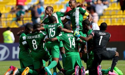 The team of Nigeria line up for praying during the FIFA U-17 Men's World Cup 2015 quarter final match between Brazil and Nigeria at Estadio Sausalito on November 1, 2015 in Vina del Mar- FIFA/FIFA