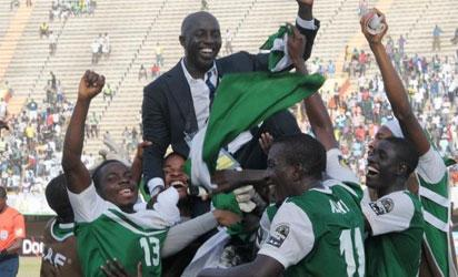 CHAMPIONS... Victorious CAF U-23, AFCON Champions, Nigeria's Dream Team celebrate after defeating Algeria in the final, Saturday night.