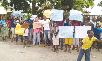 Sapele indigenes protesting permanent electricity blackout