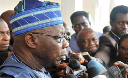 Former President Olusegun Obasanjo speaking with journalists after a closed door consultations with President Muhammadu Buhari at the Presidential Villa, Abuja. Photo by Abayomi Adeshida
