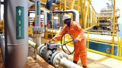 Oil price drops as IEA speculates