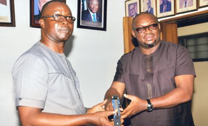 •Chief Obiegbunam Chiedozie (r) receiving a plaque from President of Nigeria Modern Pentathlon Federation, Chief Jonathan Nnaji after his investiture.
