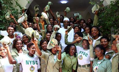 President Buhari receives Daura National Youth Service Corp (NYSC) Members in his Daura Katsina Home on 13th Sep 2016