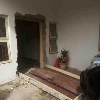 The invaded residence of one of the judges by the DSS