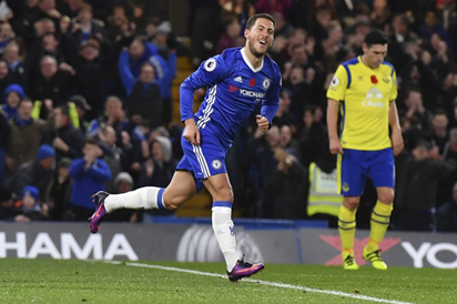 Chelsea's Belgian midfielder Eden Hazard celebrates after scoring their fourth goal during the English Premier League football match between Chelsea and Everton at Stamford Bridge in London on November 5, 2016.  AFP