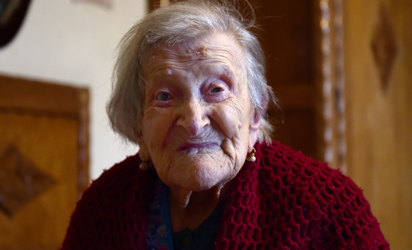 (FILES) This file photo taken on May 14, 2016 shows Emma Morano, 116, posing for AFP photographer in Verbania, North Italy. An alert and chatty Italian woman, Emma Morano, on November 29, 2016 celebrates her 117th birthday as the last known person alive who was born in the 19th century. Born November 29, 1899,  she is the world's oldest living person and the secret to her longevity appears to lie in eschewing usual medical wisdom.  / AFP PHOTO /