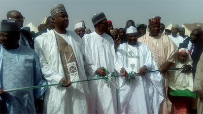 President Muhammadu Buhari flanked by Governor Aminu Tambuwal of Sokoto State and the Senate President, Bukola Saraki while the Speaker House of Representatives, Hon. Yakubu Dogara (r); Governor Abdulaziz Yari of Zamfara State(l) and other dignitaries looked on as the President cuts the tape during the commissioning ceremony of Arkila 500 Housing Units as part of the activities marking the working visit of the President to Sokoto State at  Kalambaina Road, Sokoto. Photo by Abayomi ADESHIDA 05/11/2016.