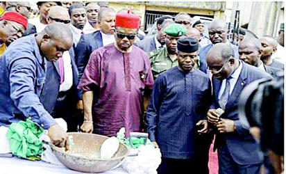 VP Osinbajo (2nd right), Gov. Obiano (3rd  right) and M/D Eastern Distilleries, Oranu Chidume, watch as government official mix cement for the laying of foundation stone of Eastern Distilleries Ltd in Onitsha