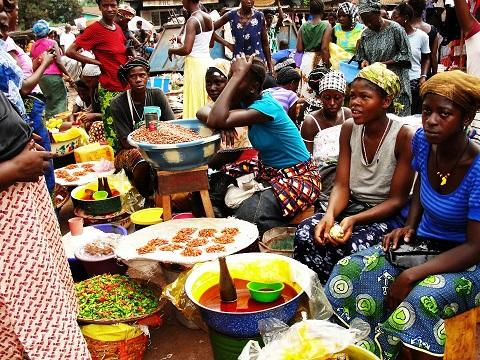Nigeria's inflation rate drops but food prices up