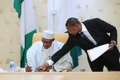 Buhari writes Senate to borrow $5.bn to finance 2017 budget