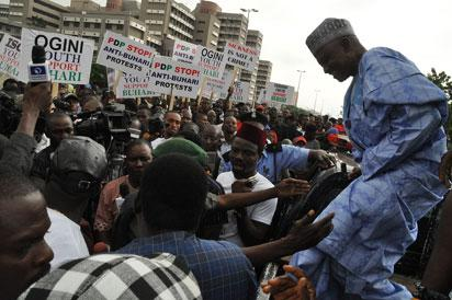 Photos: Protest match to pass vote of confident on President Buhari