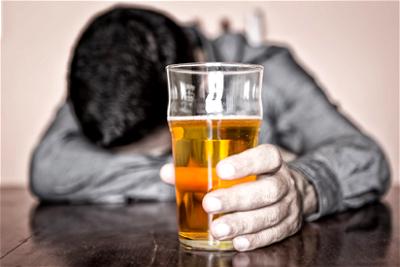 Zimbabwe extends alcohol ban to supermarkets